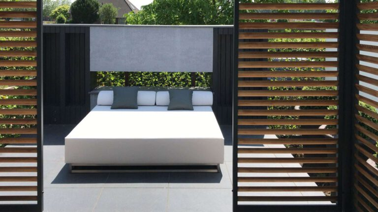 Selecting a Good Large Outdoor Lounger